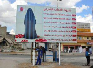 Cartellone installato da Isis a Mosul per niqab